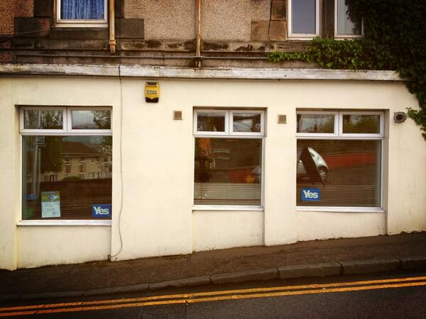 RT @CllrNormanWork: Yes posters in Queensferry @YESEdinWest @YesWindaes #indyref #YouYesYet http://t.co/oMeTLdc8Hu