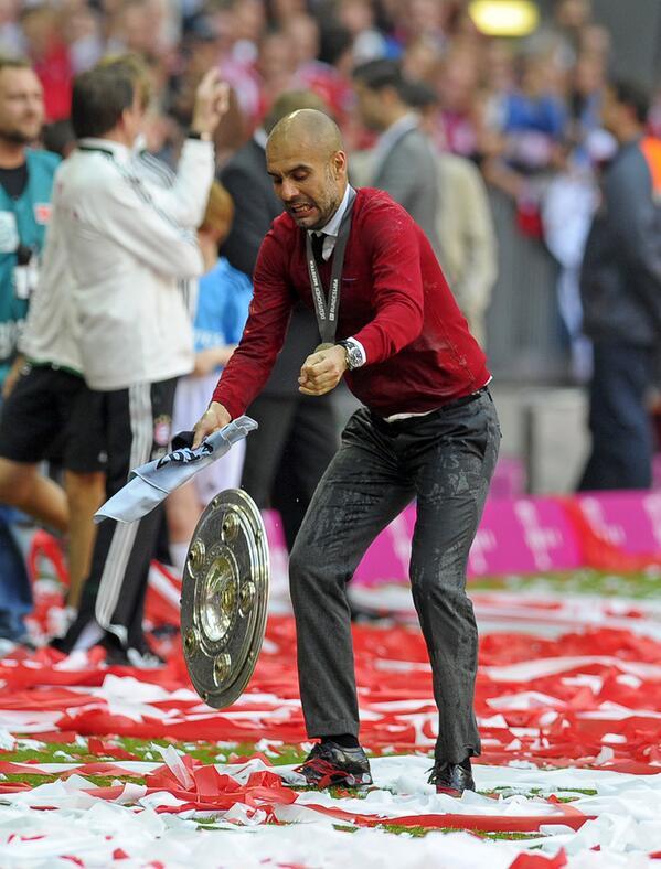 #PicOfTheDay RT @BundesligaSpot: Pep Guardiola, well, drops the Bundesliga title. (Via @lupin5) #FCBayern http://t.co/QMNT9kaGZx