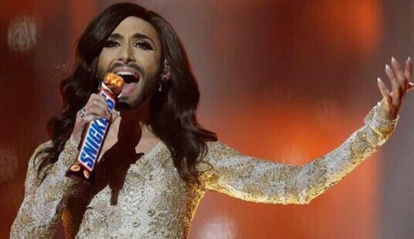 Conchita eat a snickers. Why? Because you turn into a right diva when you're hungry #EurovisionSongContest2014 http://t.co/Zg1ZVN00vE