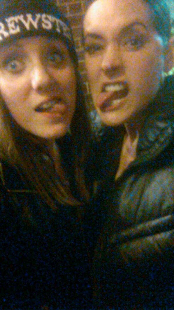 """""""LETS DO A SEXY FACE"""" http://t.co/vNqxKibrH9"""