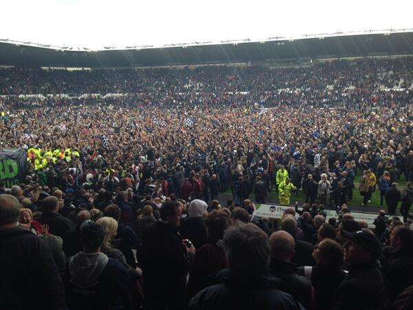 Celebrations for @dcfcofficial who are going to @wembleystadium: reaction coming on @bbc606 http://t.co/zgpD0mzA2d