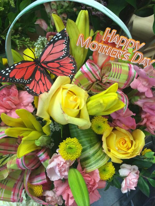 Happy Mother's Day! RETWEET & wish all the Mom's in your life a very happy Mother's Day! http://t.co/vrHFL1Us9r
