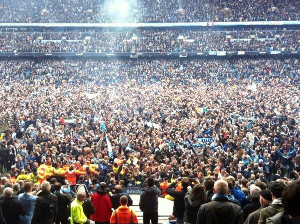 Pitch invasion. http://t.co/HL2WXEngKw