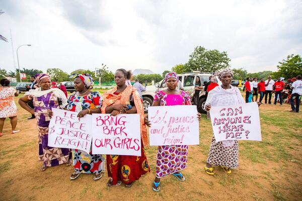 Thoughts are with the strong, fearless mothers in #Nigeria on #MothersDay. We must #BringBackOurGirls http://t.co/eQFuLhhNvp