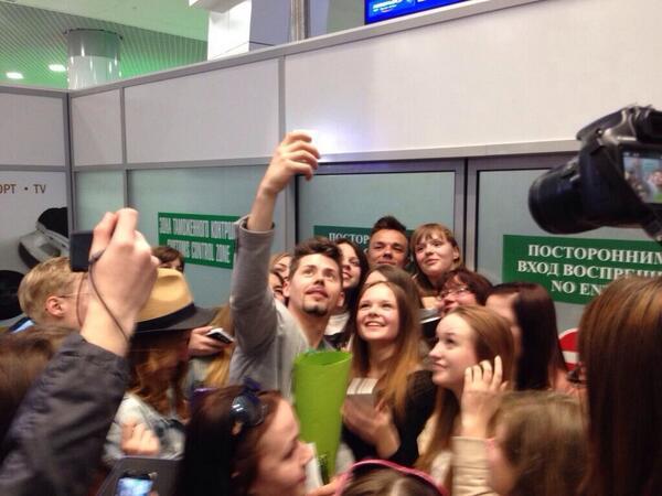 Вечером #ТеоКрасавчик вернулся в #Minsk. Десятки фанатов стали для @teo_vashchuk сюрпризом.:) http://t.co/qZuUaA6cTe http://t.co/tkz6ABGjKu