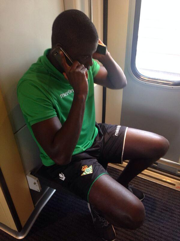 N'Diaye ha hablado con el padre del niño al que ayudó ayer para interesarse por su estado. El chico se encuentra bien http://t.co/cbZiUdRLGX