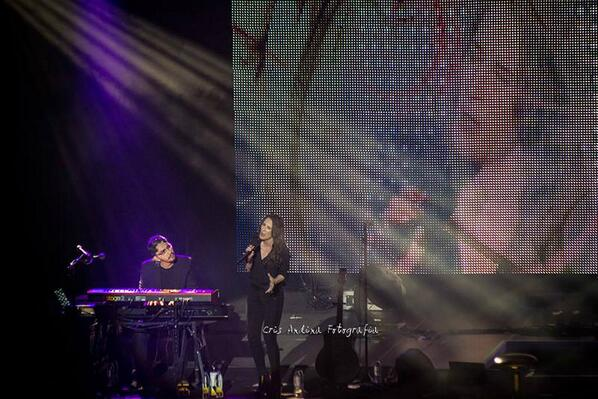 @__RubenGarcia__ y @_MaluOficial_ en uno de los momentos más íntimos del concierto de Coruña http://t.co/ytFJEn5uxX