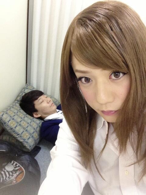 三四郎の小宮君、楽屋来て、後ろで寝てていいですかって、可愛い(( ´艸`◎)) http://t.co/r5mNe4TE45