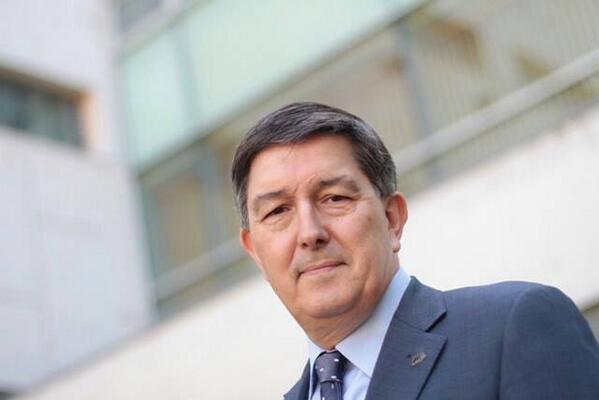 La #URV té nou rector. Enhorabona a @josepantonferre, escollit a les #eleccionsURV amb el 53,97% dels vots ponderats http://t.co/ZcWNBOjvrz