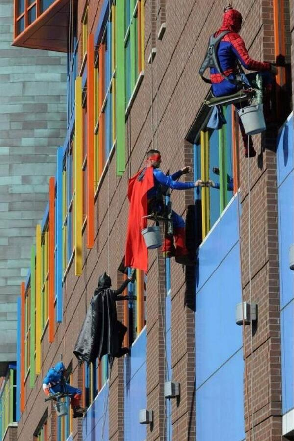 Window cleaners at Children's Hospital in Canada. This would definitely generate buzz..and smiles :) http://t.co/8iGoRasi8s