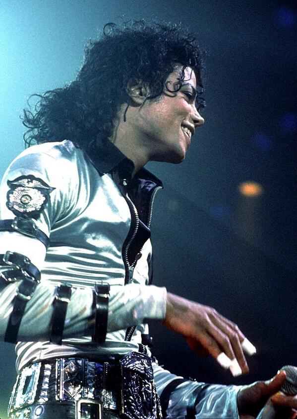 Good night #MJFAM Have a lovely day and sweet dreams. I love you more http://t.co/8XTbnOh5YC