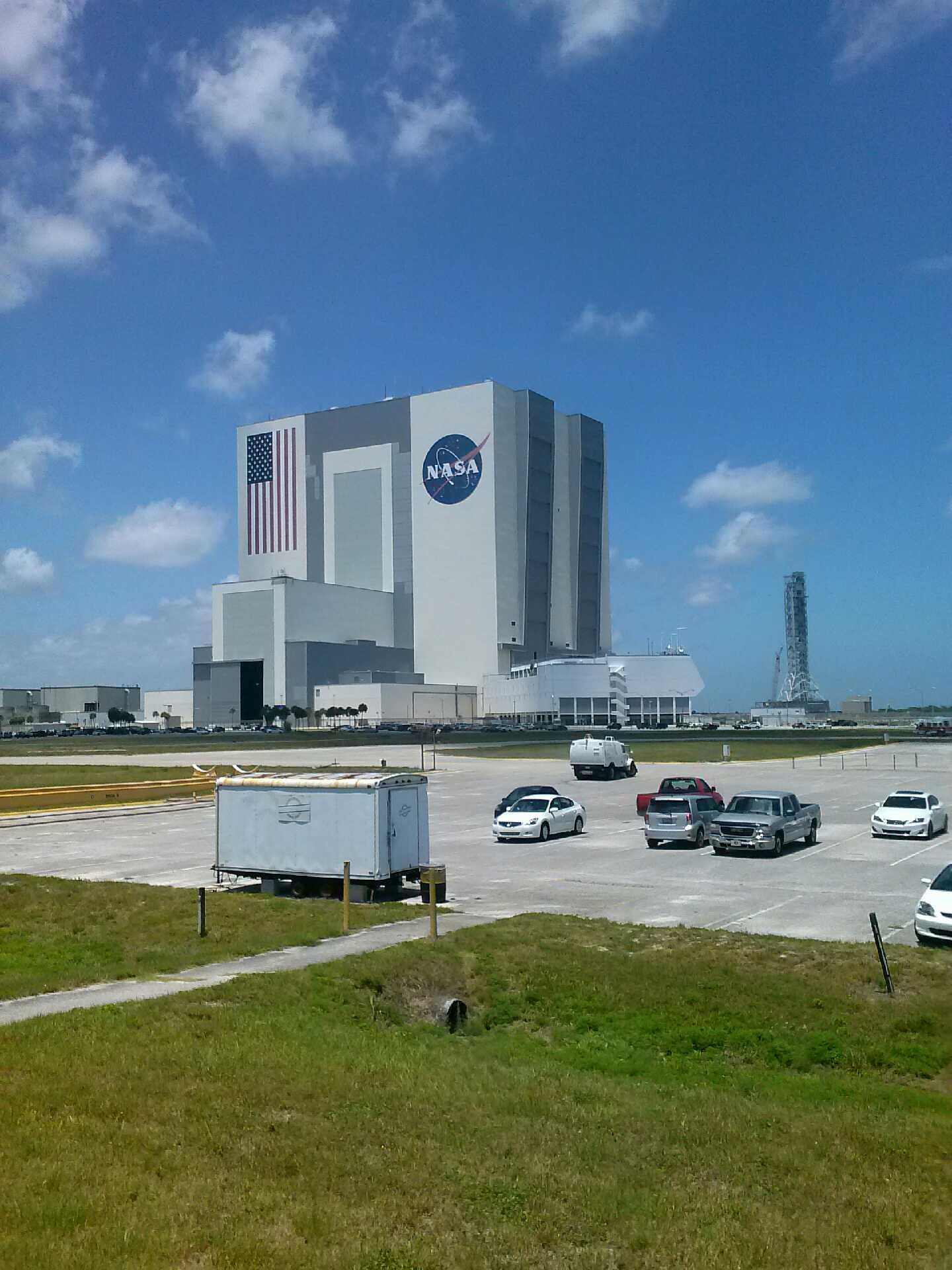 Our office for the day. #nasa #kiehlsinspace http://t.co/vMjY22eql1