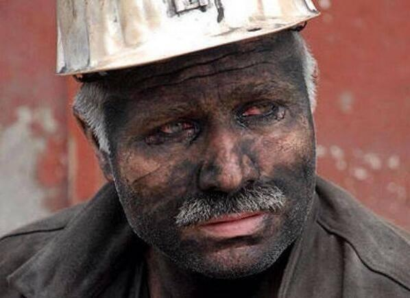 Siyahtan ilk kez bu kadar nefret ettik! Canlarımızı bize geri ver kara elmas...  #SOMA http://t.co/NePBqlU0nM