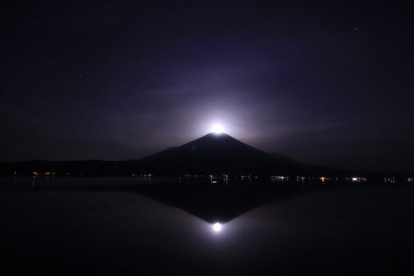 睡魔に負けて行けませんでした。いい感じですね。 RT @minamigaoka1107: 雲が取れてパールをゲットしました^o^ この後も富士山上空に良い雲が出て楽しめました。 http://t.co/q1h2Kwwhon