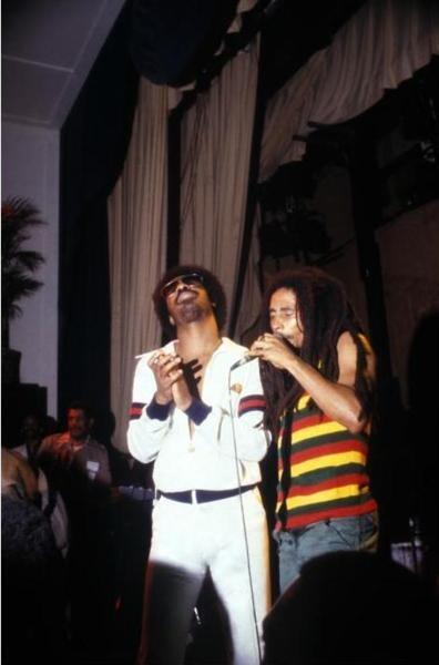 HAPPY EARTHSTRONG TO A LEGEND: STEVIE WONDER! ONE LOVE! http://t.co/AJviSA0nQE