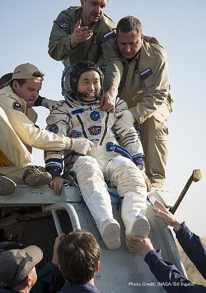 NASAから写真が来た。若田さん、おかえりなさい! Photo Credit: (NASA/Bill Ingalls) http://t.co/2fHK2EQfqg