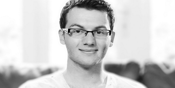 It's with sadness that we bring you the news that Stephen Sutton has died. He passed away peacefully this morning http://t.co/H6Z5z6ldUF