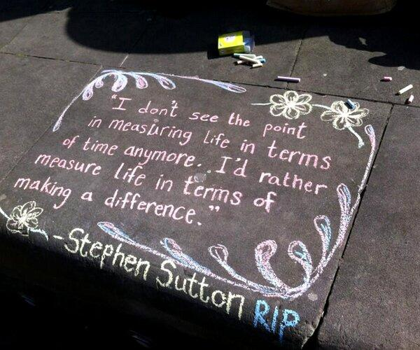 A tribute to Stephen Sutton in Birmingham's Victoria Square #RIPStephenSutton (via @IAmBirmingham) http://t.co/n3Bmi1Jw87