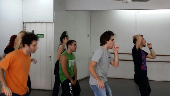 Excelente ensayo de @sresysres con @FernandoDente @p_lanzani y bailarines http://t.co/Fp3iD382WS