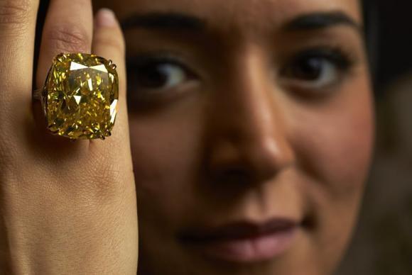 Shine on you crazy diamond: Yellow diamond fetches $16 million in Geneva auction http://t.co/BDPjhslSzh http://t.co/6vCT44QeFO
