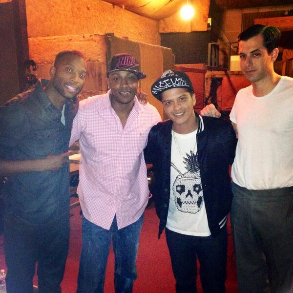Time in the studio this week with @iamMarkRonson @BrunoMars and @ItsMystikal.  #incredible #talent http://t.co/Ktre3MvCzi