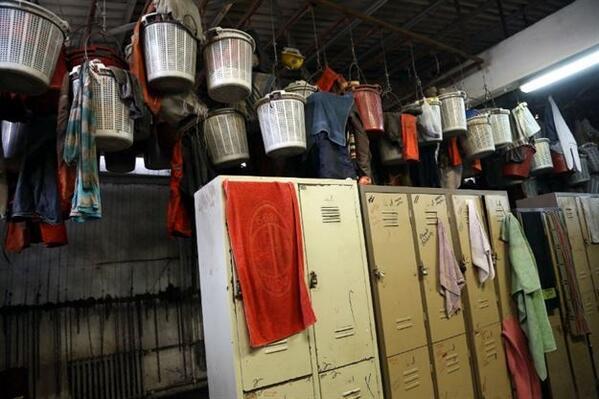 maslak'ta 1.5 milyon dolara daire satan soma holding'in işçilerine reva gördüğü soyunma odası.. http://t.co/et1uHMKIXm