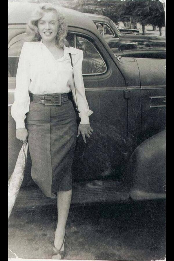 I adore this @MarilynMonroe image it is authentic & uncontrived by Hollywood. Plus the skirt is perfection #Fashion http://t.co/xORc2LSXeu