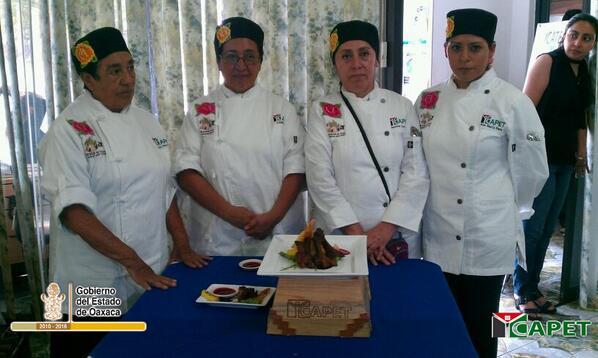ICAPET Oaxaca (@ICAPETOaxaca): Cuatro mujeres del plantel 085 del @ICAPETOAXACA, nos representan en certamen nacional gastronómico en #Puebla. http://t.co/7StDb1zqnX