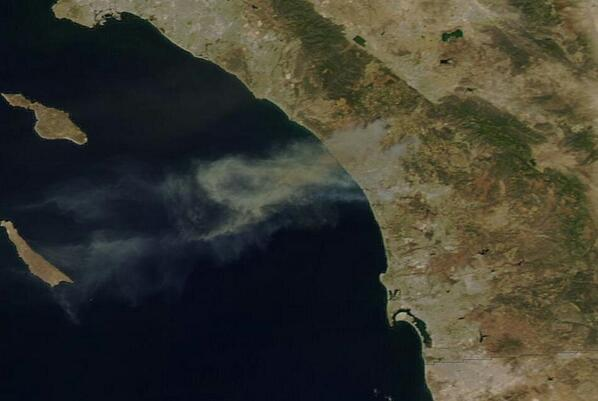An even clearer shot of S. Calif. smoke plumes on latest pass of @NASA MODIS satellite. #CarlsbadFire #cawx