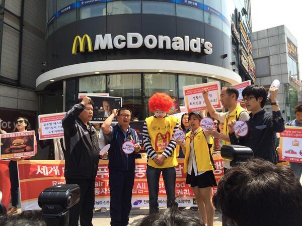 """세계패스트푸드노동자의날  Global Action in Korea """"Rights and Fair Pay for All Fast Food Workers""""  #seoul #Korea #FastFoodGlobal http://t.co/PJOHQjWWSW"""