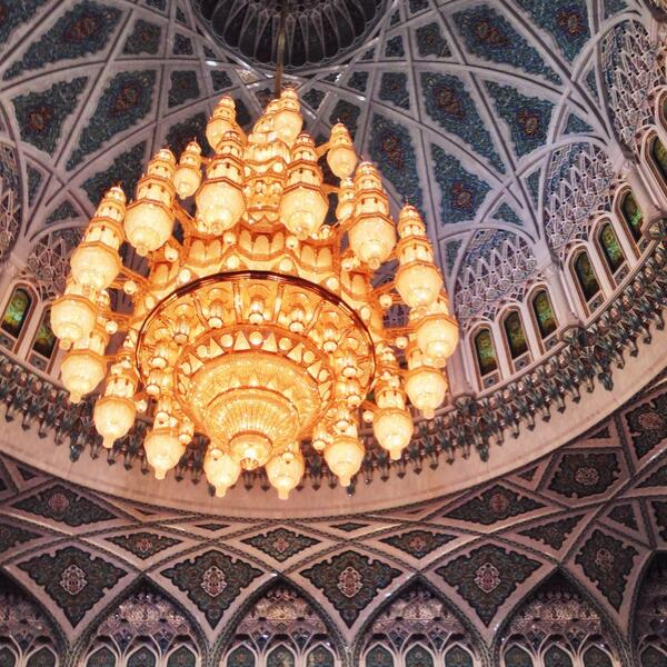 How many Omanis does it take to change a light bulb? @Oman_Tourism #travel #mosque #getlostnow http://t.co/UKHLAgrkjX