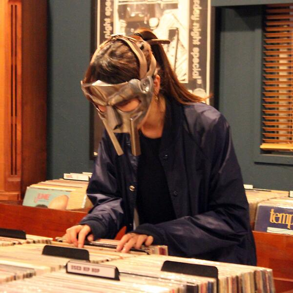 Diggin' Doom Lady. #MFDoom #MetalFace #mask http://t.co/vziN2R4Sg8