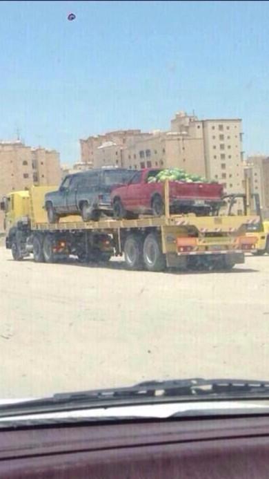 """""""البدون"""" الذي يبيع """"رقّي"""" تصادرون سيارته..  والكويتي الذي يبيع وطنه تمسكونه أعلى المناصب..  قبّح الله أفعالكم!! http://t.co/YEdxtvb7XA"""