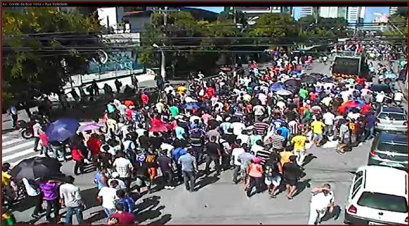 Manifestantes ainda concentrados na Av. Conde da Boa Vista x R. Soledade, às 13h20. http://t.co/MUGC9aGvuo