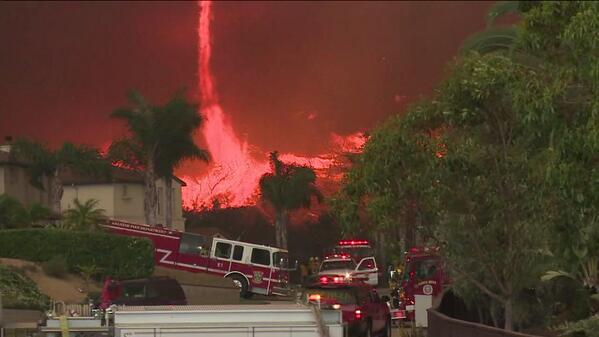 Dramatic #photo Fire tornado pushing through neighborhood in San Marcos. http://t.co/8zYKP6LYq6
