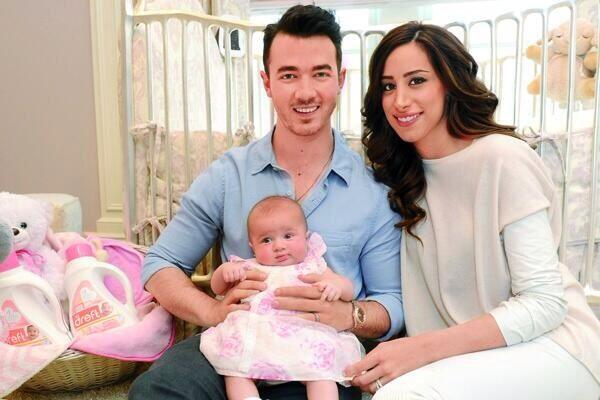 new photos of the beautiful family :) http://t.co/SffDXJjsi1