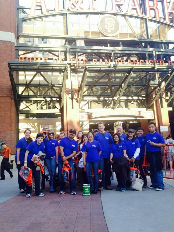 35 #VisaVolunteers collected 2100 lbs of food & $6700 from @SFGiants fans + $10,000 Visa donation for @SFMFoodBank http://t.co/fPsRhubFK4