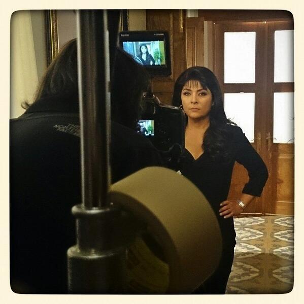 Detrás de cámara Entrada de @lamalqueridatv #CreamosHistorias @victoriaruffo31 http://t.co/0jmt3auiz9