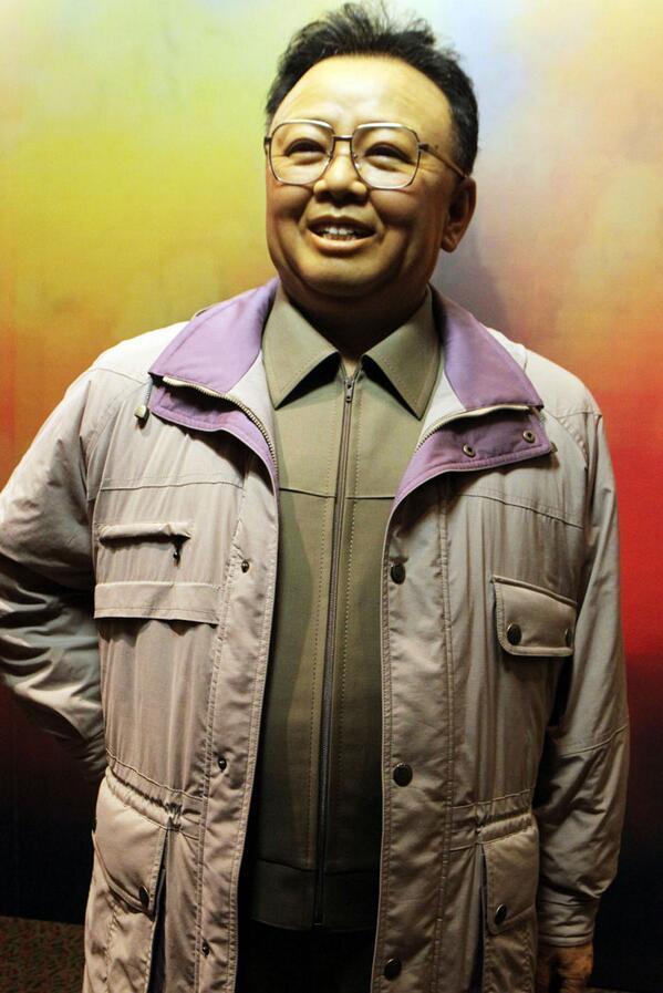 """や、やりたい!""""@dailynkjapan: せっかくろう人形を作ったのだから、観光客が抱きついて涙を流している様子を記念撮影する【将軍様の現地指導ごっこ】とかやればいいのに・・・絶対外貨を稼げるでぇ〜 http://t.co/GpxpB2LGn3"""""""
