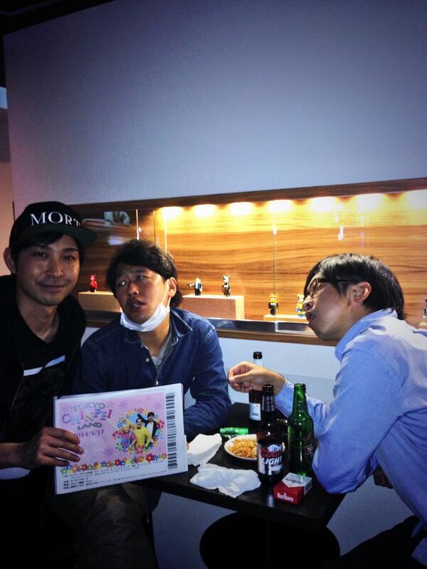 明日のちんぺいランド前に。  置きチケはギリギリまでお待ちしてます。  井本さん、森木さん、 素敵なスマイルありがとうございます! http://t.co/pyJpkFM4wT