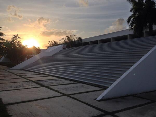 Cuando el sol se oculte por completo, el semestre de Licenciatura habrá terminado http://t.co/5MCrVEMxSm