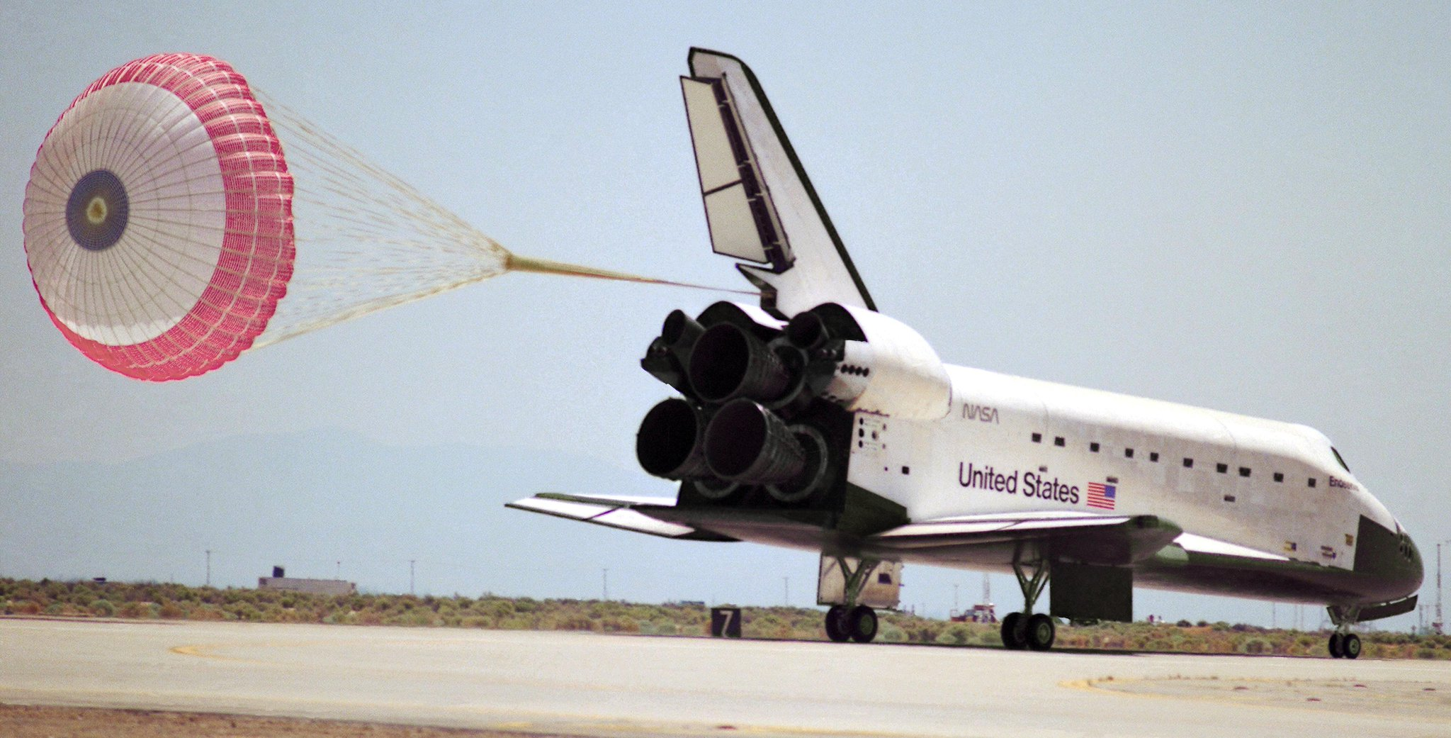 #Now in 1992, STS-49 lands, ending Endeavour's maiden voyage, also the first use of a drag chute   http://t.co/419iCtf3kF