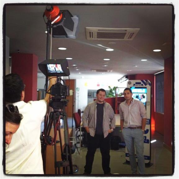 Hoy tenemos visita de @SDciencia para un reportaje de @infoUMA de proyectos SpinOff donde está también  @SocialTotem. http://t.co/IYTBlDej5x