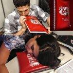 """""""@VoceNaoSabiaQ: Chocolate Kit Kat criou um caderno que vira TRAVESSEIRO - http://t.co/GwA6s7F4Wj """" to precisando comprar um desses"""