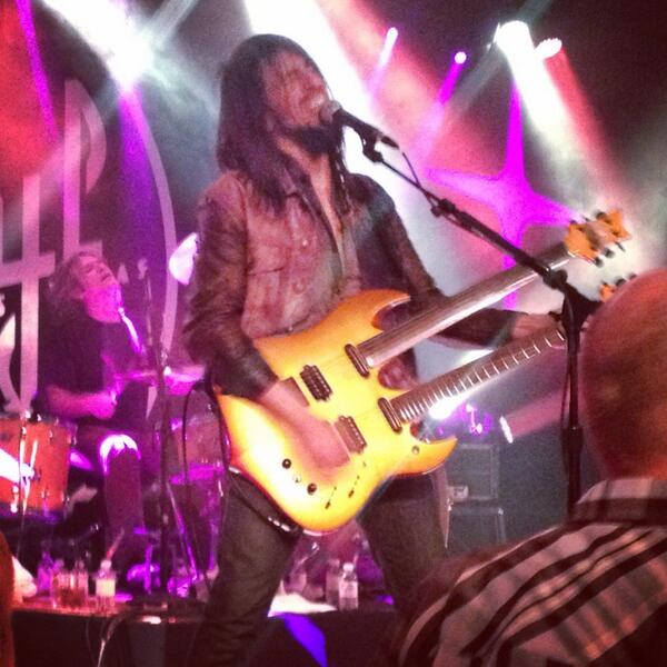 Here's @bumblefoot jamming with @SinCitySinners at Vinyl tonight. http://t.co/4OuLa5ybIR