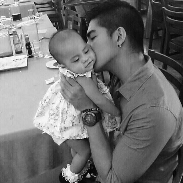 Ang proud daddy, panay ang halik kay Baby Ada. #ChikaMinute | Photo via @MarkTheHerras' Instagram http://t.co/2lg3GR16n4