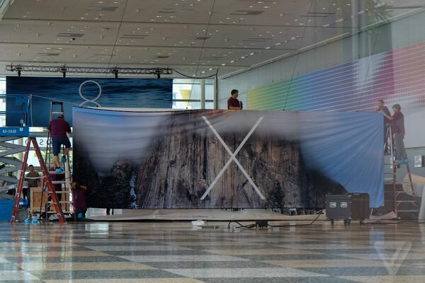 And the OS X banner goes up. Looks like Yosemite to me: http://t.co/WYpDNgRAOC http://t.co/ueitmK1i4Q