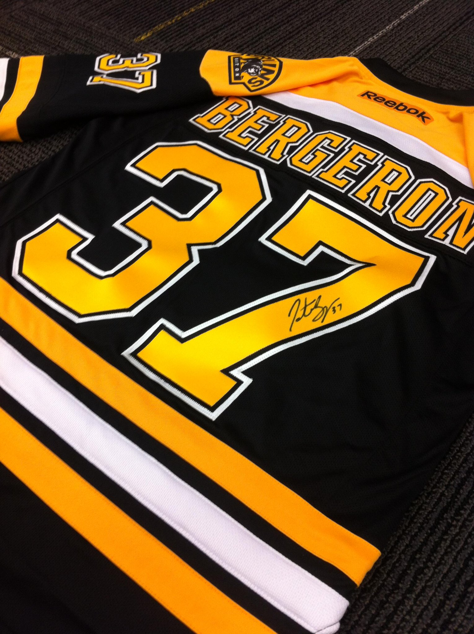 RT @NHLBruins: RT this by midnight ET for the chance to win a #NHL15Bergeron signed jersey. http://t.co/Ye2jHoszx4