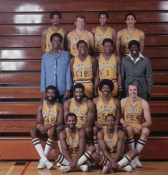 Just noticed the @warriors are among the SI Vault's newest followers. Let's celebrate with this epic 1976 team photo. http://t.co/DVlI5n3aXU