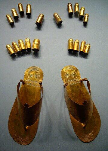 Mummy accessories. Ancient Egyptian gold finger covers, toe covers, and sandals. http://t.co/kuR2570UQU